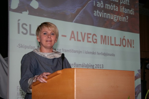 Ragnheiður Elín Árnadóttir, ráðherra ferðamála, ávarpar þingið.